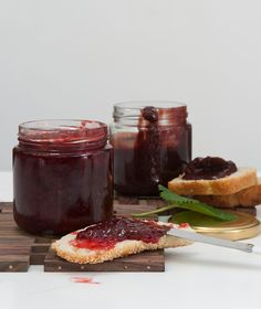 Strawberry jam two ways Frozen Yoghurt, Dessert Sauces, Strawberry Jam, Special Recipes, Greek Recipes, Chutney, Fun Desserts, Jelly, French Toast