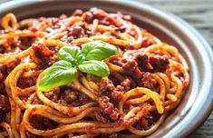 Makaronia me Kima recipe (Greek style spaghetti in meat sauce/bolognese) – My Greek Dish – Food for Healty Spaghetti Bolognese, Spaghetti Meat Sauce, Bolognese Sauce, Greek Spaghetti Sauce Recipe, Vegan Spaghetti, Traditional Greek Moussaka Recipe, Tasty Dishes, Food Dishes, Beef Recipes