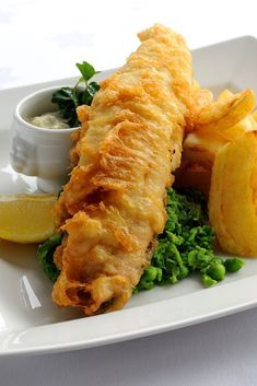 and chips Josh Eggleton's fish and chips recipe is an excellent rendition of a classic British meal.Josh Eggleton's fish and chips recipe is an excellent rendition of a classic British meal. Fish Dishes, Seafood Dishes, Seafood Recipes, Cooking Recipes, English Fish And Chips, British Fish And Chips, Tempura, Traditional Fish And Chips Recipe, Fish Batter Recipe