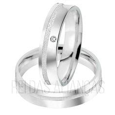 As alianças de compromisso mais vendidas do site. Alianças Betim, de prata, chapa reta, diamantado no friso e pedra na feminina.