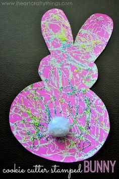 My preschooler loves stamping crafts! Since Easter is coming up, I set up this simple stamped Bunny Craft for her. To go along with the bunny theme, we used a carrot cookie cutter for the stamping. We also added some spring colored glitter because you know, glitter makes everything better!  {This post contains affiliate …