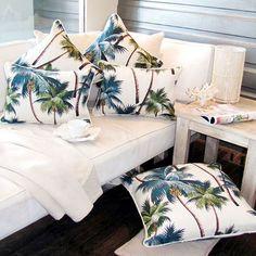Almofadas tropicais Interior Tropical, Tropical Furniture, Tropical Home Decor, Tropical Houses, Coastal Decor, Tropical Colors, Tropical Paradise, Tropical Leaves, Estilo Tropical