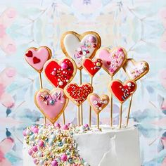 Valentine's Day layer cake- It's covered with fluffy whipped cream frosting and, if you like, topped with heart-shape sugar cookies. If this cake doesn't satisfy your craving for sweets, nothing will. Valentine Theme, Valentines Day Desserts, Valentine Desserts, Chocolate Hazelnut, Chocolate Desserts, Delicious Desserts, Dessert Recipes, Cake Recipes, Desserts Valentinstag