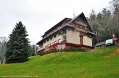 Polecamy Juniorhotel Roxana znajdujący się w górnej części Rokytnic - jednym z najbardziej znanych ośrodków górskich zimowej i letniej rekreacji w Karkonoszach! Lokalizacja obiektu bezpośrednio w ośrodku narciarskim Studenov! Więcej informacji na http://www.nocowanie.pl/czechy/noclegi/rokytnice_nad_jizerou/hotele/126268/