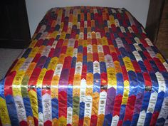 Fair Ribbons Quilt Reminds me of my fun childhood memories in and FFA :) wonder how long it would take to sew these together. Ribbon Projects, Ribbon Crafts, Show Ribbon Display, Swim Ribbons, Sewing Crafts, Sewing Projects, Fair Projects, Diy Crafts, Pre Quilted Fabric