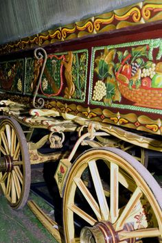 Collection of Romany Gypsy wagons to be auctioned. The traditional fruit motifs on the sides of this Gypsy caravan were painstakingly restored Gypsy Trailer, Gypsy Caravan, Gypsy Wagon, Gypsy Life, Gypsy Soul, Hippie Gypsy, Hippie Chic, Hippie Style, Gypsy Chic