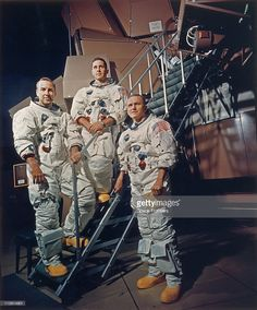 The crew of Apollo 8 in their space suits on a Kennedy Space Center simulator, Florida, USA, 13th November 1968. Left to right: James A. Lovell Jr., William A. Anders and Frank Borman. Apollo Space Program, Nasa Space Program, Moon Missions, Apollo Missions, Astronauts In Space, Nasa Astronauts, Programa Apollo, Centre Spatial, Moon Orbit
