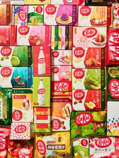 The story of how Kit Kats, once a British chocolate export, became a booming business from Hokkaido to Tokyo — and changed expectations about what a candy bar could be. Japanese Snacks, Japanese Candy, Japanese Sweets, Japanese Drinks, British Chocolate, Japanese Chocolate, Japanese Kit Kat Flavors, Desserts Japonais, Things Organized Neatly