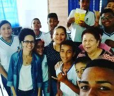 Dias de ação com adolescentes da Rede Publica de Camaçari. Em geral esqueço de tirar fotos mas às vezes um estudante propõe uma selfie e salva a pátria hehehe.