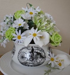 Vintage Pot in Black and White with lime roses and daisies
