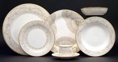 Displays, White Dinner Plates, White Cups, Kelly Wearstler, Fine Linens, China Dinnerware, Dinnerware Sets, China Patterns, Place Settings