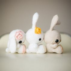 Celebrate the arrival of Spring with these beautiful crocheted bunnies! Free pattern and step-by-step blog post available! these rock!
