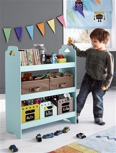 This would make the perfect craft station for my little artists!!