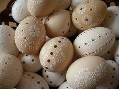 Egg Crafts, Easter Crafts, Diy And Crafts, Easter Decor, Eastern Eggs, Carved Eggs, Diy Ostern, Egg Designs, Easter Projects