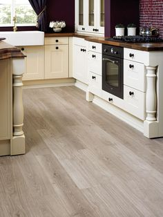 Your kitchen is the beating centre of your home, so choosing the right kitchen flooring is crucial. Here are our tips on finding the kitchen floor of your dreams. Engineered Hardwood Flooring, Timber Flooring, Stone Flooring, Kitchen Flooring, Laminate Flooring, Kitchen Interior, Kitchen Design, Quickstep Laminate, Light Oak Floors