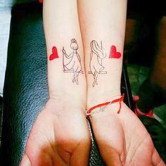#sisters #sistertattooideas #sistertattoos #hermana #hermanas #tatuajes #tattoos #tattoodesigns #girlswithtattoos Bff Tattoos, Nana Tattoo, Body Art Tattoos, Small Tattoos, Sleeve Tattoos, Tatoos, Tatuajes Tattoos, Mother Daughter Tattoos, Tattoos For Daughters