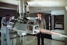 James Bond 007, L'Homme au pistolet d'or (1974) - Guy Hamilton •