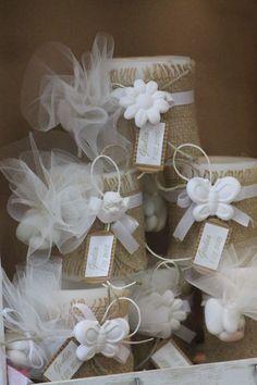 bomboniera shabby  candela decorata con iuta e gessetto profumato completa di toulle portaconfetti adatta per matrimonio o comunione