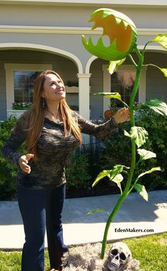 Man-Eating Monster Plant for halloween http://edenmakersblog.com/?p=5789#sthash.HtkXBVc6.qvZsQyve.dpbs