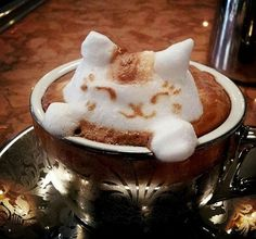 Latte Artists are not just satisfied with drawing on coffee any more. After Creative Anime Coffee Swirl Art, now we get this incredible Latte Sculpture by Café Latte, Coffee Latte Art, I Love Coffee, Coffee Break, Coffee Cups, Morning Coffee, Cappuccino Art, Coffee Coffee, Morning Cat