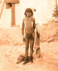 Hopi man - No name - No date - Photographer unidentified. (B&W copy) Native American Images, Native American Tribes, Native American History, Hopi Indians, Indian Prints, American Spirit, Native Indian, First Nations, Cherokee