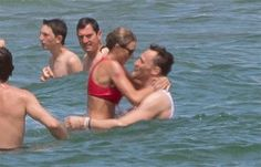 July Taylor and Tom Hiddleston celebrating of July at her Rhode Island beach house Taylor Swift News, Taylor Swift Hot, Taylor Swift Pictures, Taylor And Tom Hiddleston, Tom Hiddleston Funny, Rhode Island Beaches, Freaky Relationship Goals Videos, Aesthetic Photography Nature, Thomas William Hiddleston