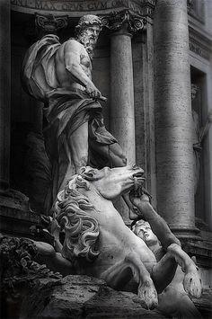Hay exactamente unas 966.566.001 fotos de la famosa Fontana di Trevi, pero lo siento mucho ... esta, para bien o para mal ... es solo mia, mia. Je Je.