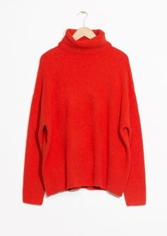 Cozy Sweaters | Sarah Sarna Red Jumper, Red Sweater Outfit, Winter Sweater Outfits, Fall Winter Outfits, Red Sweaters, Aw17 Fashion, Fashion Story, Sweater Shop, Turtleneck