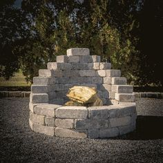 Backyard Landscaping Discover Easy DIY Firepit With How-To Instructions Romanstone offers all the hardscapes you need to build your ream oasis. Our affordable DIY kits are a fast and easy way to transform your outdoor party patio. Diy Outdoor Fireplace, Backyard Fireplace, Outdoor Stone Fireplaces, Fireplace Ideas, Diy Fire Pit, Fire Pit Backyard, Fire Pit Kits, Best Fire Pit, Patio Fire Pits