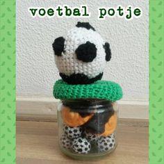 Voetbal potje met voetbal snoepjes
