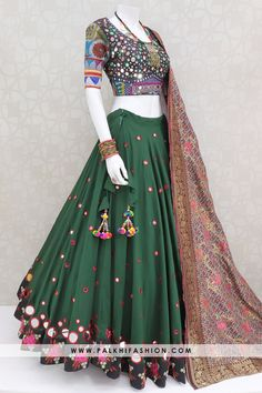 15 Meter Palkhi Fashion Designer Chaniya Choli With Real Mirror Work Indian Fashion Dresses, Indian Gowns Dresses, Dress Indian Style, Indian Designer Outfits, Indian Outfits, Mehendi Outfits, Choli Blouse Design, Choli Designs, Lehenga Designs