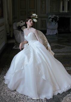 Collezione EP 2015 - Elisabetta Polignano: In stile gown a maniche lunghe  #wedding #weddingdress #weddinggown #abitodasposa