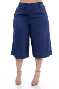 Calça Pantacourt Plus Size Real Source by belcironak size Plus Size Spring Dresses, Plus Size Outfits, Plus Size Womens Clothing, Plus Size Fashion, Clothes For Women, Fashion Pants, Fashion Outfits, Looks Plus Size, Plus Size Shorts