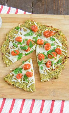 Zucchini Pizza Crust - have you tired this healthy gluten free pizza crust yet? It's so easy and packed with veggies!