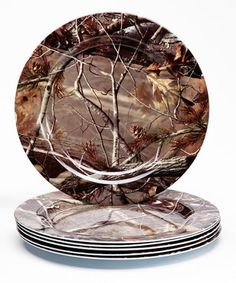 Dine in disguise with these Realtree plates that add camouflage cool to any table. Create a picnic-perfect atmosphere while adding an element of outdoorsy style to entertaining. Realtreecamo?