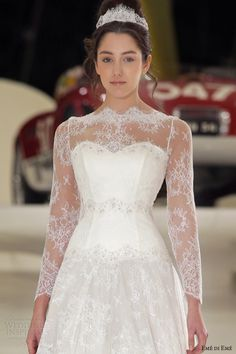 eme di eme bridal 2014 bruxelles romantic long sleeve lace wedding dress close up bodice