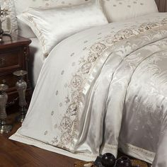 Sliver Golden Luxury Satin Jacquard Bedding Sets Embroidery Bed Set Do – T A Y Online Store Best Bedding Sets, King Bedding Sets, Luxury Bedding Sets, Comforter Sets, Queen Bedding, King Size Duvet Covers, Duvet Cover Sets, Comforter Cover, Bedding Master Bedroom