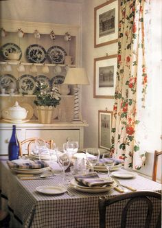 Published October, 1992 issue of House Beautiful, home of Barrie McIntyre who moved to England from New Zealand and eventually worked for Colefax and Fowler.