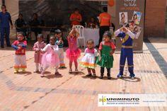 Los niños y niñas de la fundación Fabricando Sueños, deleitaron a la comunidad educativa con una presentación artística sin precedentes.