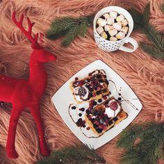 "653 aprecieri, 108 comentarii - Daniela Macsim (@danielamacsim) pe Instagram: ""Mornings like this ✨✨✨ #whileAntoniaissleeping #momisgoingcrazy #breakfast #waffles…"""