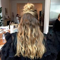 HAIRSTYLE TREND ALERT: .................. HOT Styles and Cuts For The Holidays and New Years Eve  ------ see photos  >>