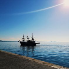 All about travel, movies, books and arts. Greece Sea, Morning Sky, Summer Vacations, Thessaloniki, Sailing Ships, Boats, Blogging, Traveling, About Me Blog