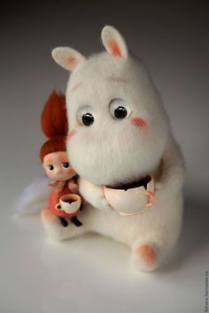 These Tutorials of Cute Small Stuffed Animals will save your money and refuel your imagination.You can use this as the DIY gift for all your loved ones. Needle Felted Animals, Felt Animals, Cute Baby Animals, Wet Felting, Needle Felting, Tove Jansson, Moomin, Felt Toys, Felt Art