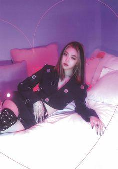 Kpop Girl Groups, Korean Girl Groups, Kpop Girls, Bff, Blackpink Fashion, Girl Crushes, South Korean Girls, Fandom, Photo Book