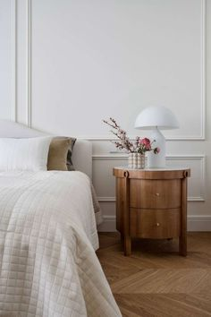 33 The Best Minimalist Furniture Ideas For Apartment - Living in a small space may feel cramped at times, but there are ways to make it a rewarding experience. Finding ways to store what you really need an. Interior Inspiration, Room Inspiration, Home Bedroom, Bedroom Decor, Bedrooms, Design Hall, Light Blue Walls, Minimalist Furniture, Decoration Design
