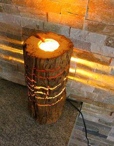 Lampada creata con un vecchio tronco di rovere trattato con cera dapi. Lampadina a basso consumo E27 da 15w intercambiabile, impianto