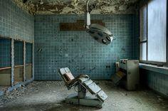 Op zoek naar een stoere industriële operatielamp? Op www.brocantiekdelinde.nl vind je ze in verschillende afmetingen en prijzen!
