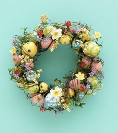 Look at ideas on how to decorate easter wreaths with beautifully painted easter eggs. Wreath Crafts, Diy Wreath, Door Wreaths, Wreath Ideas, Easter Crafts, Holiday Crafts, Party Supplies Australia, Pink Frosting, Diy Ostern