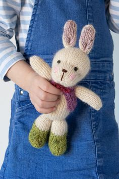 Free Knitting Pattern for a Cute Easter Bunny by Sachiyo Ishii. Skill Level: Easy Super cute and cuddly Easter bunny rabbit to knit for free. Free Pattern More Patterns Like This! Baby Knitting Patterns, Free Knitting, Knitted Dolls Free, Knitted Baby, Cute Easter Bunny, Crochet Leaves, Knitted Animals, How To Purl Knit, Stuffed Toys Patterns