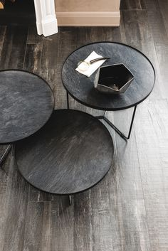 BILLY KERAMIK - Designer Side tables from Cattelan Italia ✓ all information ✓ high-resolution images ✓ CADs ✓ catalogues ✓ contact information. Low Coffee Table, Black Coffee Tables, Unique Coffee Table, Coffee Table Design, Steel Furniture, Table Furniture, Furniture Design, Luxury Italian Furniture, Low Tables